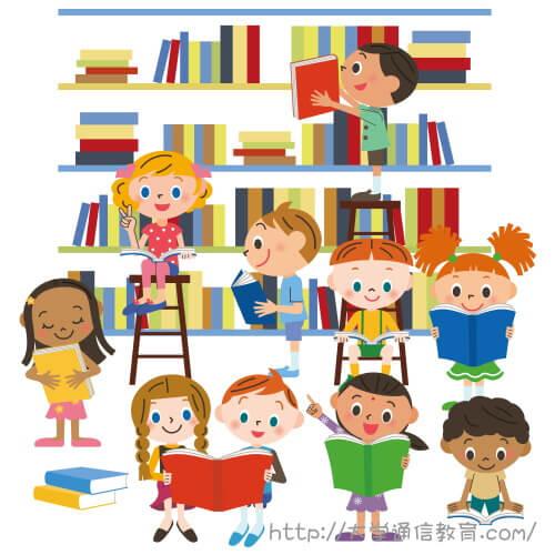 休み時間に図書館で読書する小学生。福岡で図書館司書を取得できる学校。